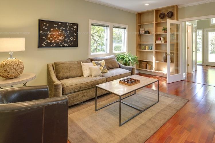 Tuy nội thất được tiết chế và đơn giản làm căn phần rộng rãi nhưng gam màu đã giúp căn phòng thêm ấm cúng